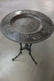 Tisch aus Gusseisen